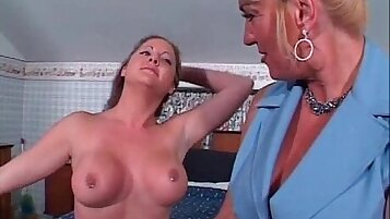 Slutty old mature honey gets her tight pussy licked