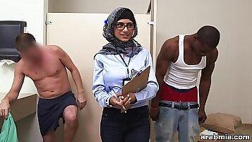 Arab muslim cock first time Mia Khalifa Tries A Big Black Dick