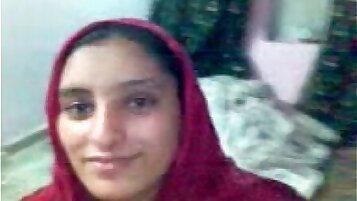 IN KARACHI A PAKISTAN TEEN AGE COUPLE HAVING SEX ON DATE - xHamster.com 2