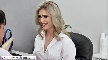 Naughty America - Kelly shows the boss how good her oral skills are