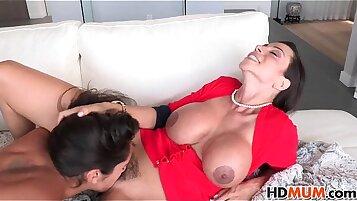 Hot Mom Ariella Ferrera and Chloe Amour sex
