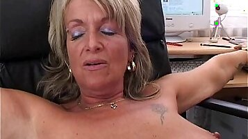 Blonde Desi secretary gets anal fucked in the office vid