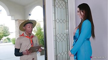 Angelina Mature Shared With A Young Beg.pua